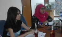 Komisioner KPAI Bidang Pengasuhan Rita Pranawati dan Lana Teresa - Criminal Defence Lawyer dari Lembaga Bantuan Hukum Jakarta dalam Konpers 31/7/2015 di LBH Jakarta