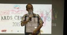 Elza Peldi Taher menerima penghargaan Festival Film Internasional untuk Studio Denny JA